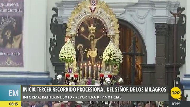 La imagen religiosa salió esta mañana del Templo Arquidiocesano de Nuestra Señora del Carmen, en Barrios Altos.