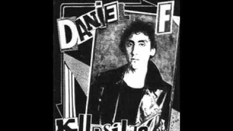 'Kursi Romanza # 3', parte de la primera 'maqueta' solista de Daniel F tras la ruptura de Leusemia en 1985.  Las canciones de esta época, marcadas por el desamor, están entre las favoritas de las fanáticos del músico.
