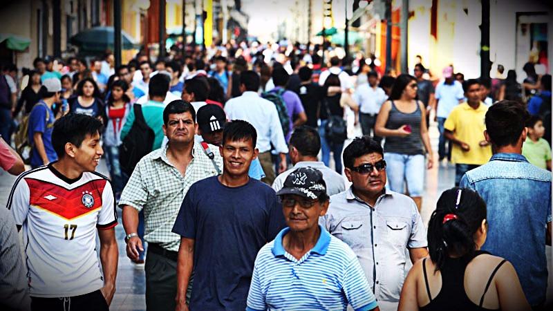 El presidente del INEI explicó que en los últimos años la tasa de crecimiento de la población ha disminuido.