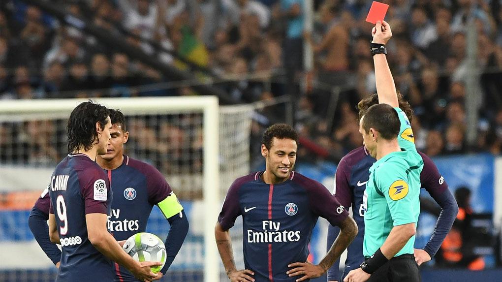 Neymar se fue expulsado al minuto 88 por doble tarjeta amarilla.