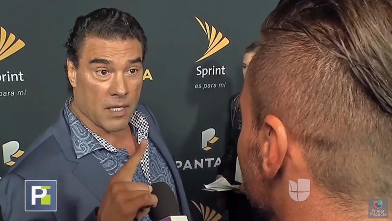 Eduardo Yáñez agrede a reportero de Univisión.