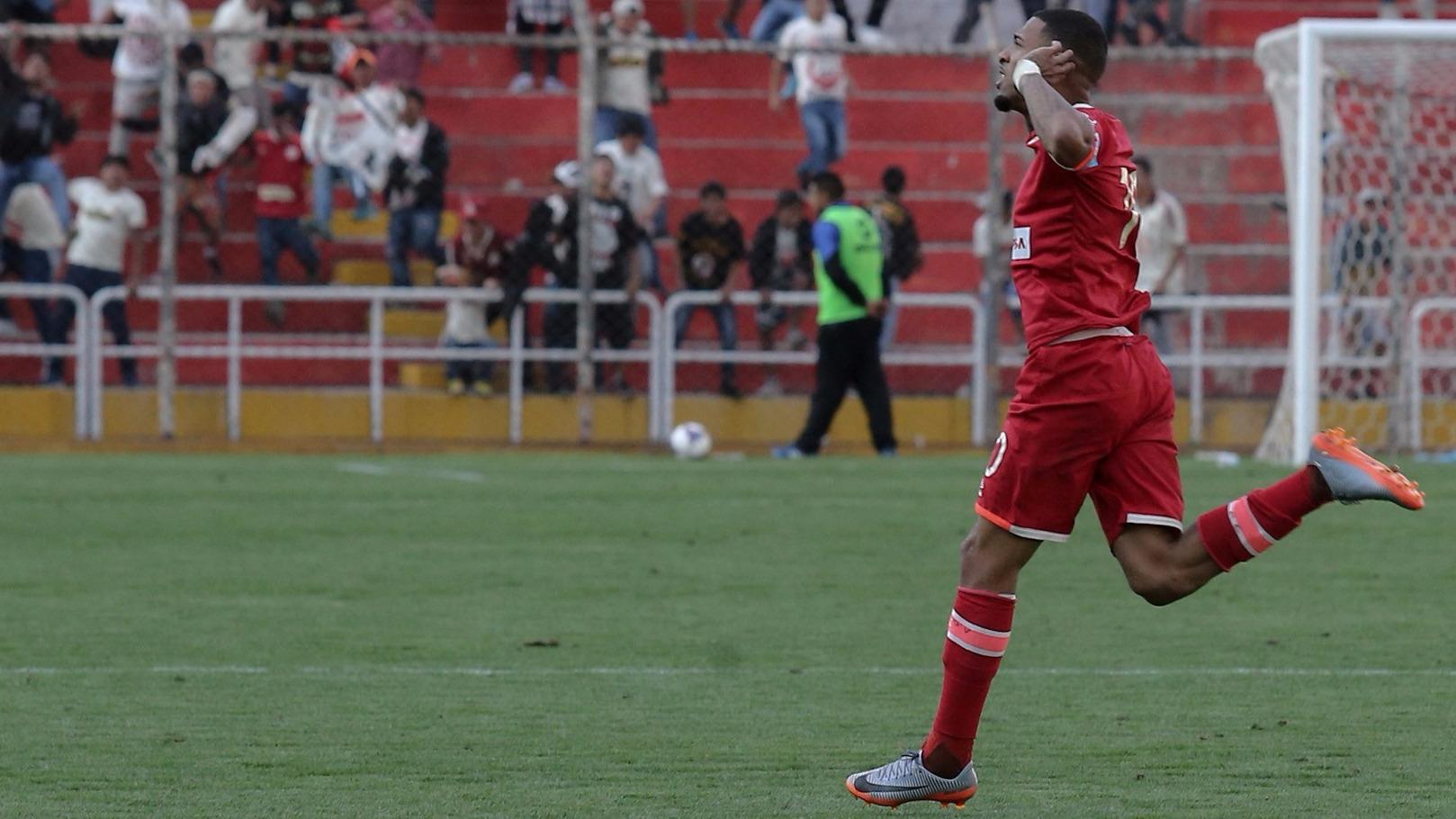 Alexi Gómez es titular indiscutible en el 11 de Pedro Troglio.