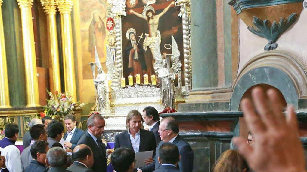Ricardo Gareca estuvo este miércoles en la iglesia Las Nazarenas.