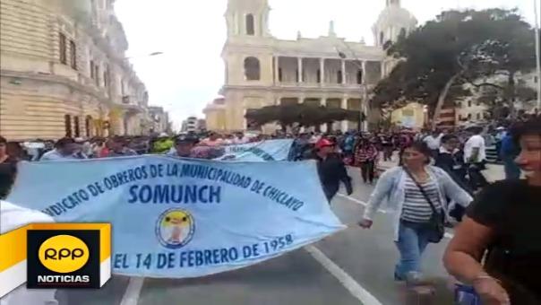 Se movilizaron protestaron frente al palacio municipal y luego marcharon hacia la sede de la Contraloría