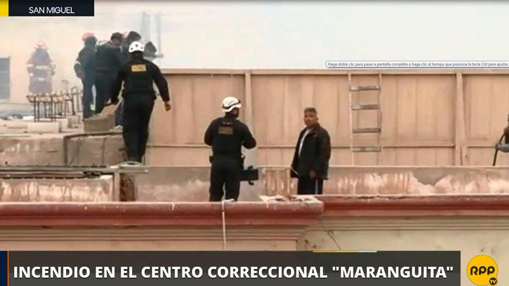 La Policía y los bomberos ingresaron por el techo hacía la zona del motín.