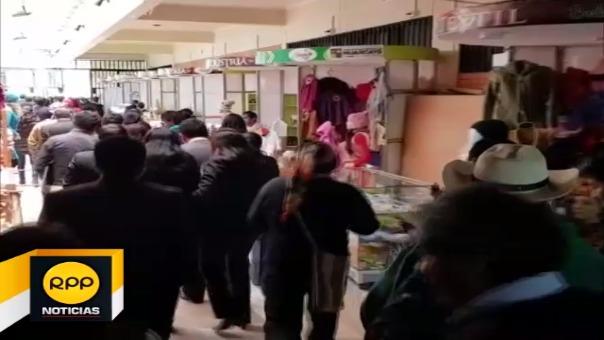 Trabajadores del Gobierno Regional de Junín evacuaron instalaciones ante temblor en la ciudad.