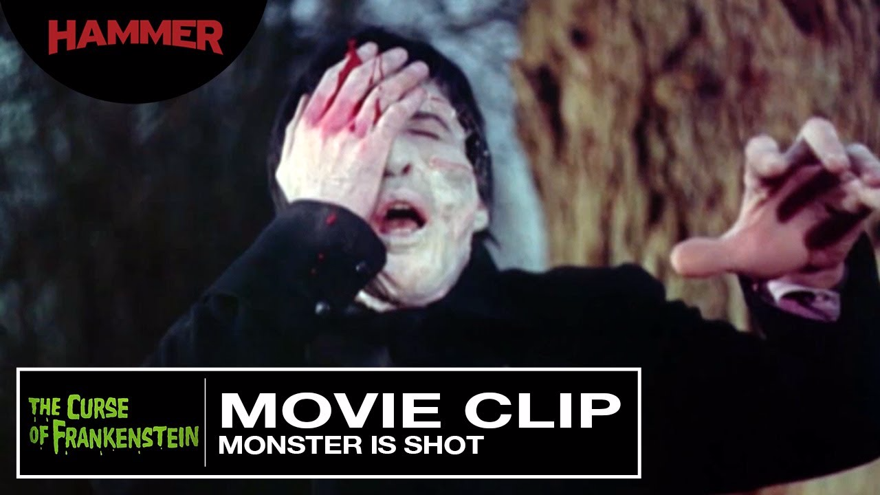 Christopher Lee, también memorable por su caracterización de Drácula en el cine, es aquí la Criatura, inventada por el barón Frankenstein.