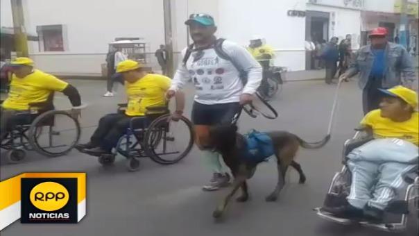 Deportista viaja acompañado de su perro, llegó a la ciudad de Huaral, busca batir récord de siete mil kilómetros.