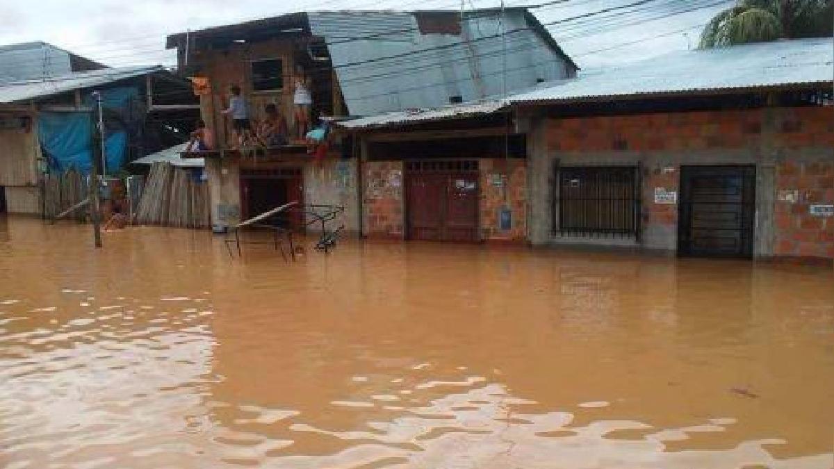 Viviendas afectadas por debordes en la provincia de Picota.