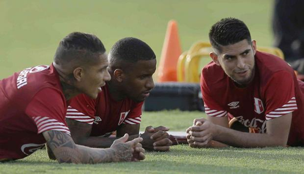 Paolo Guerrero y Carlos Zambrano integraban el grupo de los 'extranjeros' en la Selección Peruana.