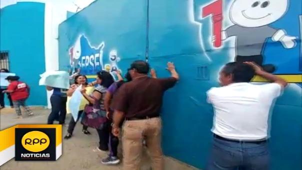 Los manifestantes pidieron que la empresa restablezca cuanto antes el servicio.