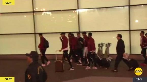 Así fue el arribo de la Selección Peruana, que se dirigió directamente a su hotel de concentración.