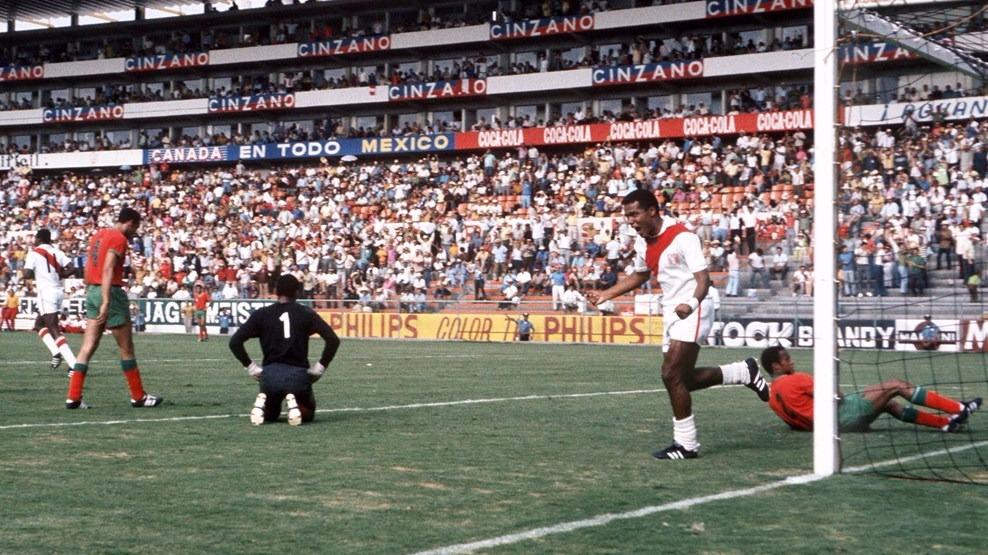 Perú 3-0 Marruecos. Teófilo Cubilla celebrando uno de sus goles ante Marruecos.