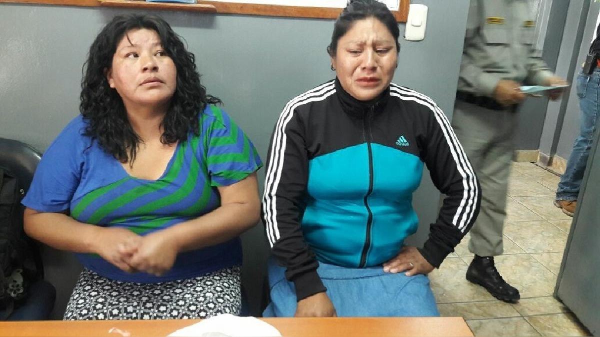 Mujeres detenidas por traslado de alcaloide de cocaína al penal.
