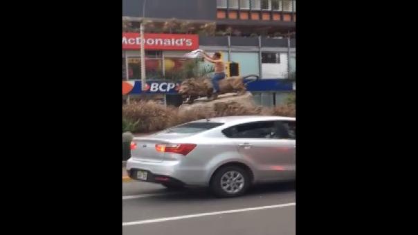 El hecho fue grabado entre las avenidas Arequipa con José Pardo, en Miraflores.