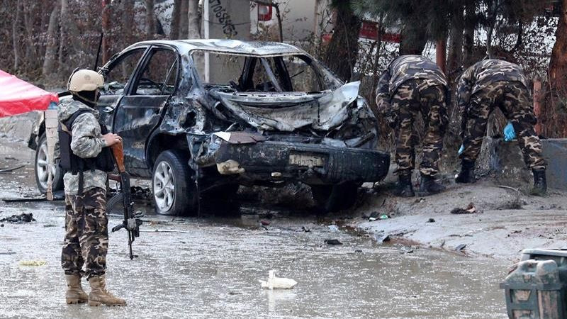 Un terrorista hizo explotar el explosivo que portaba a la entrada de un hotel donde se desarrollaba un acto político.