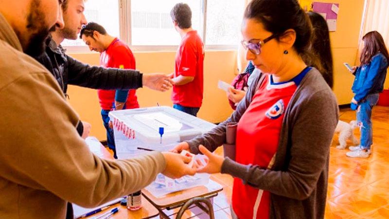 Las elecciones de Chile se realizarán este domingo y las mesas de votación estarán abiertas desde las 8 de la mañana hasta las 6 de la tarde o hasta que no haya gente en los centros de sufragio.