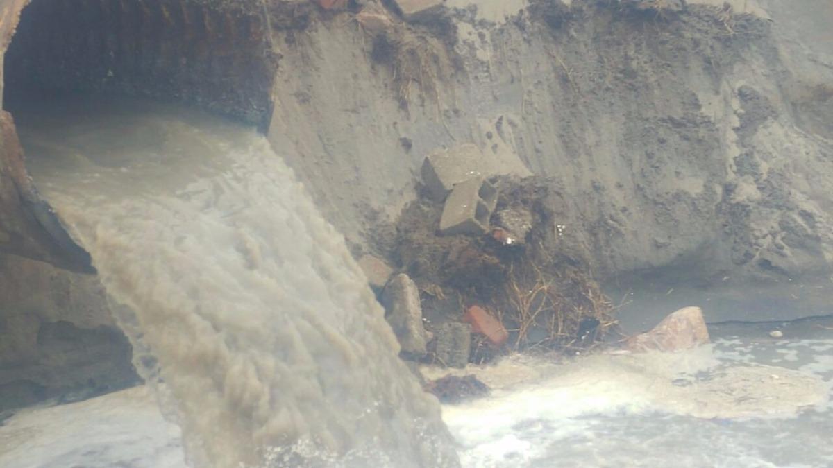 Colapso de desagüe en Víctor Larco.