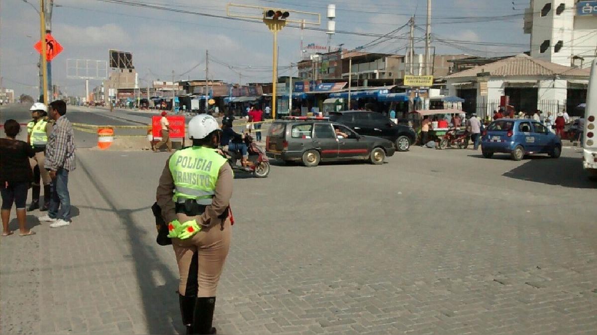 El gobernador resaltó la colaboración por parte de los comerciantes y pidió a los conductores informarse sobre las tutas alternas.