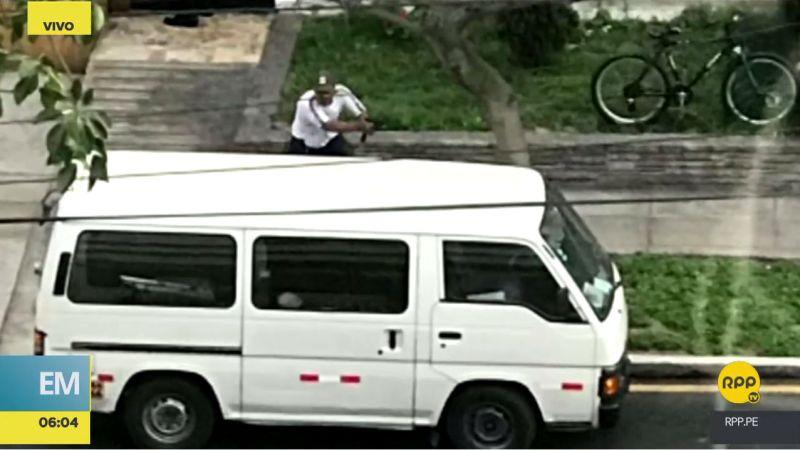 Los delincuentes se enfrentaron a balazos a la Policía en plena vía pública.