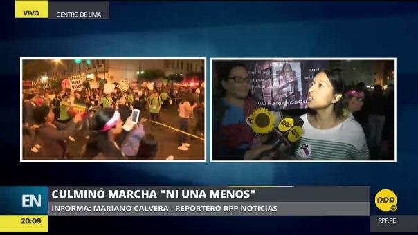 La marcha Ni una menos se congregó a miles de personas que marcharon por las calles del centro de la ciudad hasta llegar a la plaza San Martín.