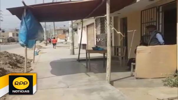 La damnificada Miriam Gamboa asegura que las autoridades no les han brindado apoyo pese a que los huaicos arrasaron su vivienda y las de sus vecinos.