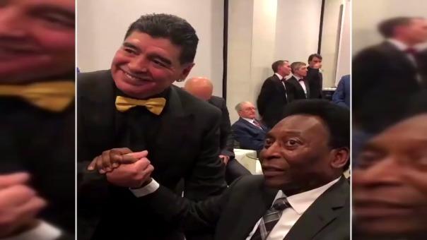 Diego Maradona y Pelé se juntaron ante la atención de la prensa.