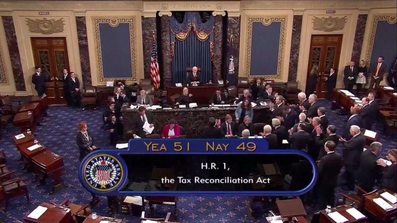 La Cámara Alta aprobó la reforma con 51 votos a favor, todos de senadores republicanos, y 49 en contra.