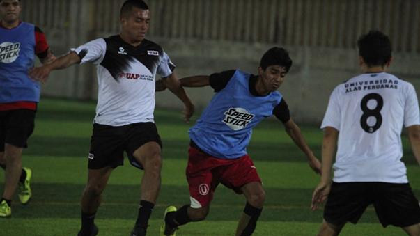 Amigos Moche (Camiseta blanca) goleó 9-1 a Deportivo VES en la Cancha 2.