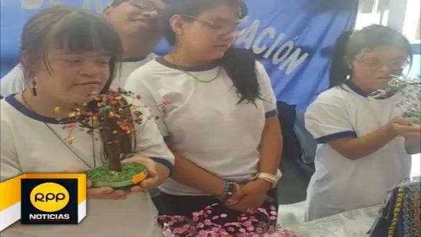 Niños con habilidades diferentes elaboraron arbolitos de navidad