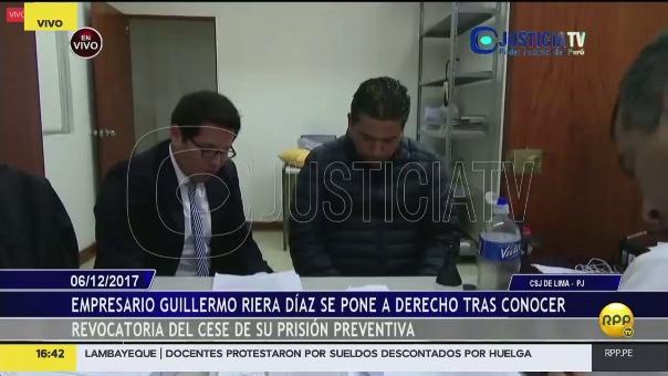 Guillermo Riera junto a su abogado.