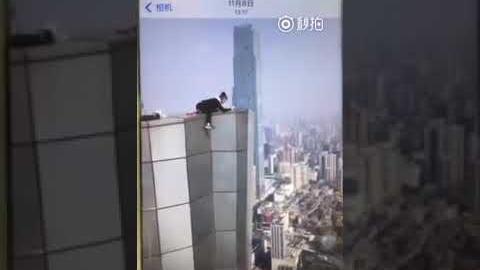 Wang, de 26 años, es famoso por desafiar a la muerte