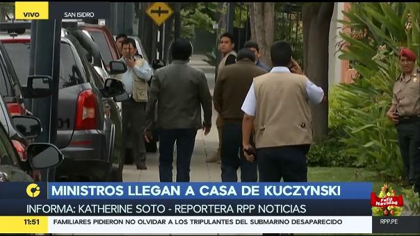 Los miembros del Gobierno y de la bancada oficialistas se retiraron de la casa del presidente a partir del mediodía.