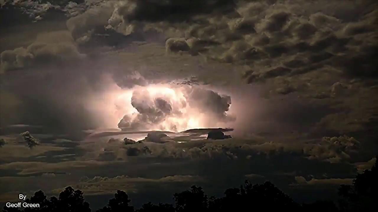 El video completo con la tormenta eléctrica.