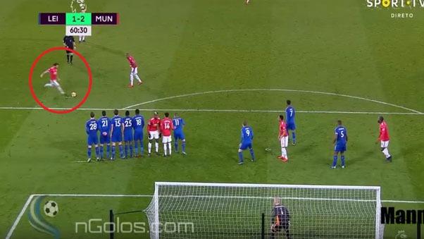 El español Mata anotó un doblete en el empate de Manchester United.
