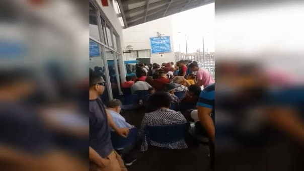 El jefe de guardia no quiso atender los reclamos de los pacientes que se encontraban esperando.