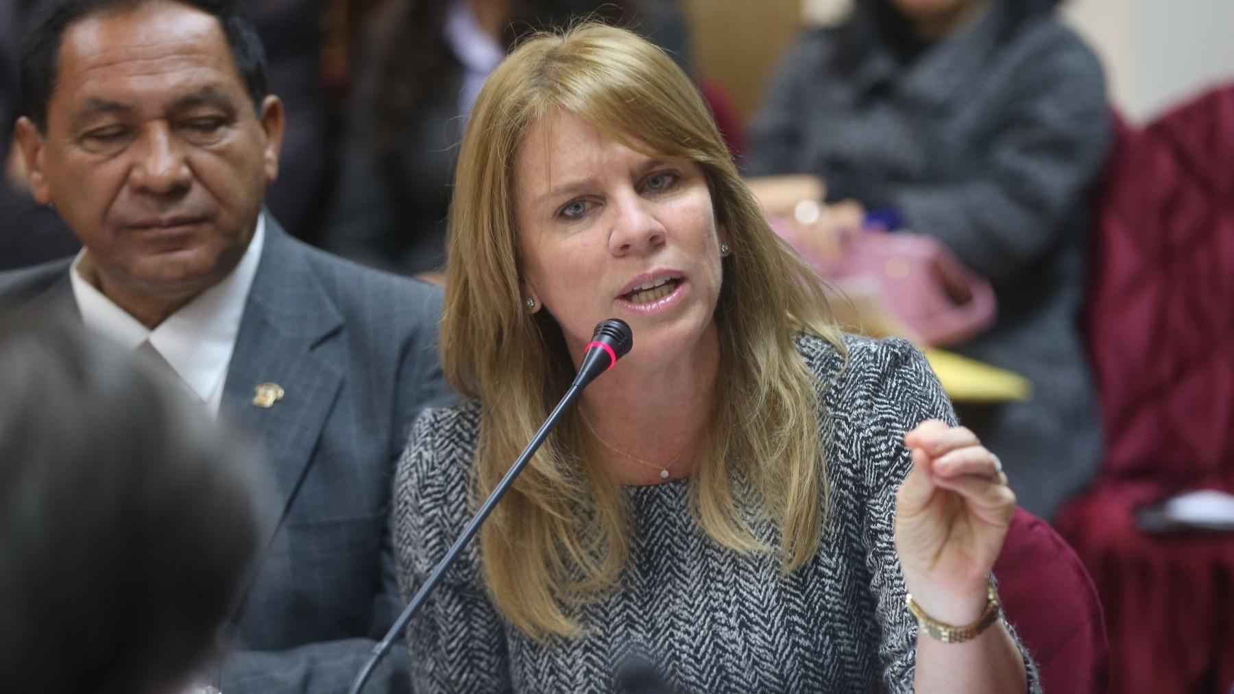 La ministra defendió la decisión de PPK de otorgar el indulto humanitario a Alberto Fujimori.