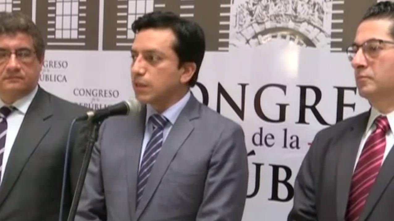 Gilbert Violeta estuvo acompañado de Juan Sheput y Salvador Heresi.
