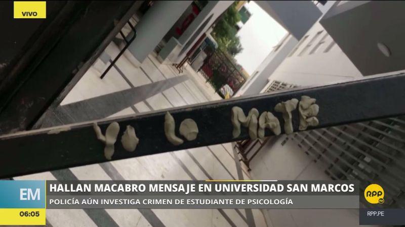 """""""Yo lo maté"""", fue el mensaje colocado con plastilina en una de las puertas de la Facultad de Psicología."""