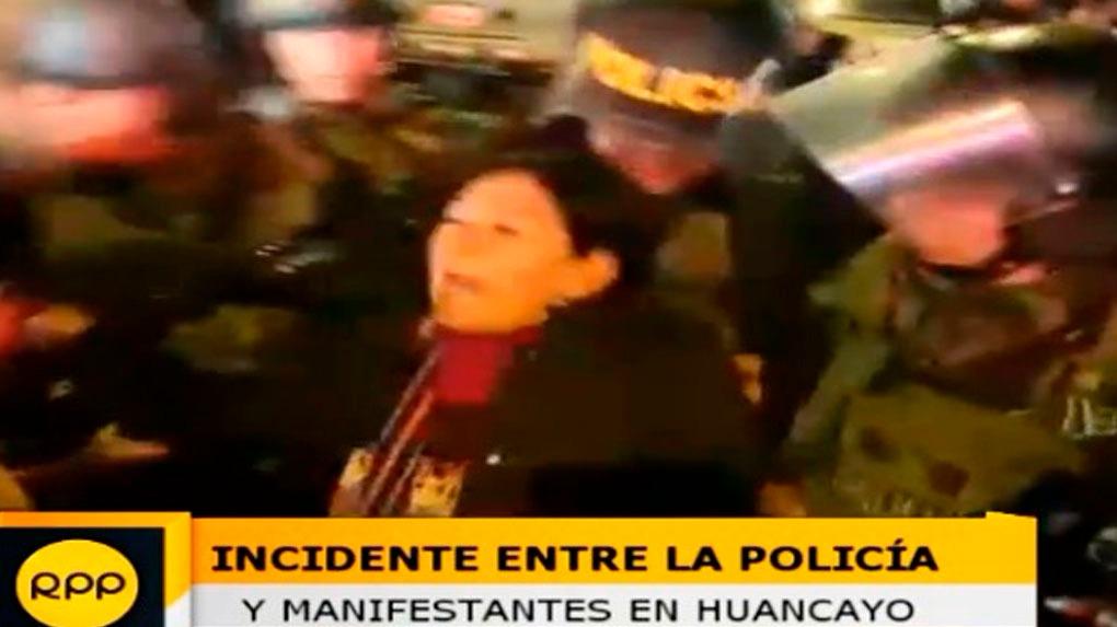 Enfrentamientos entre la Policía Nacional y manifestantes en Huancayo.