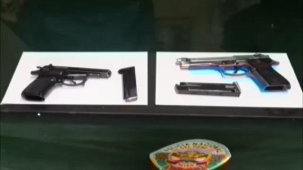 Al registrar el vehículo se hallaron dos pistolas y 15 kilos de droga.RPP/