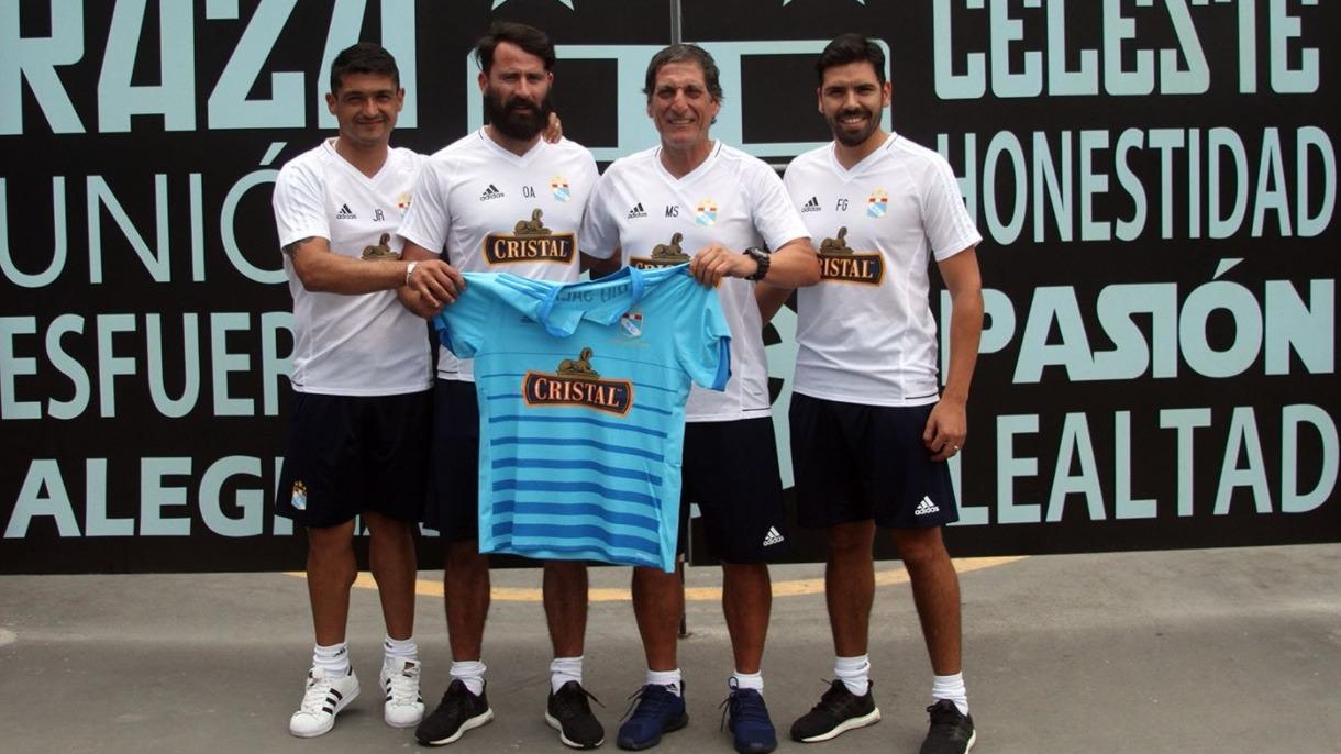 Mario Salas tendrá su primera experiencia como técnico en el exterior.