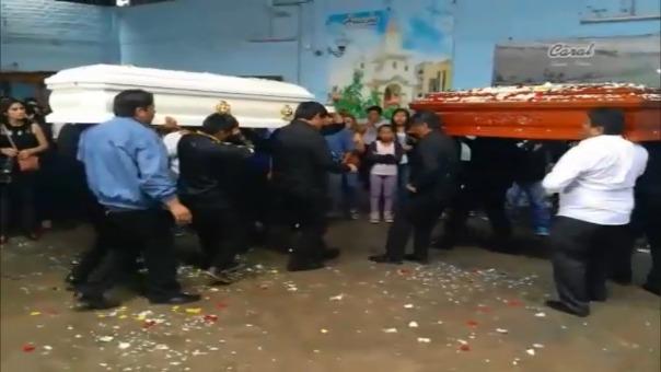 Rinden homenaje a conductor de bus y terramoza en Huacho.