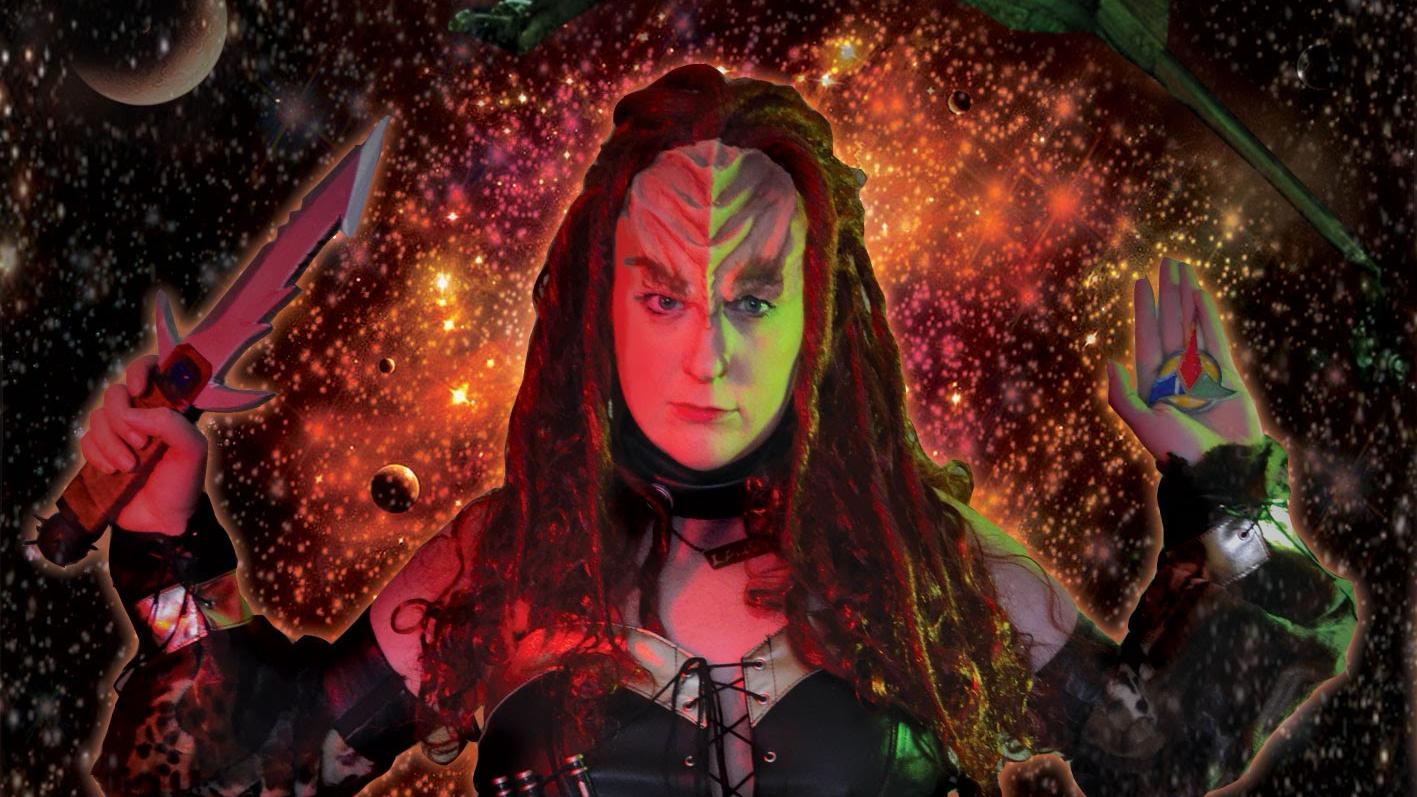 Esta mujer tiene nombre artístico y se hace llamar Klingon Pop Warrior.