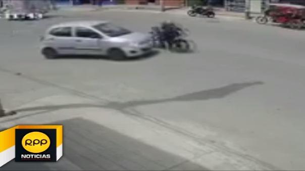 Vehículo arrolló a mujer policía