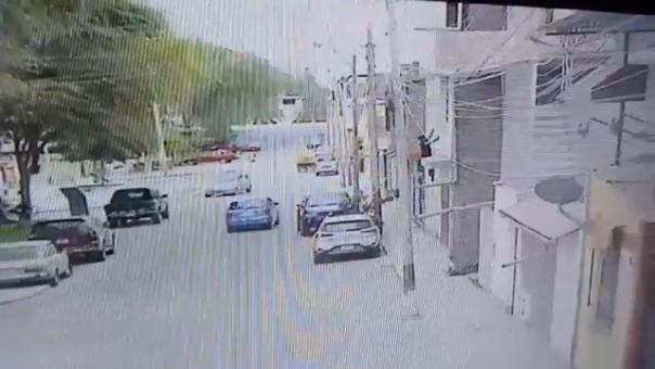 Los vecinos alertaron a la policía de lo que estaba sucediendo y pudieron capturarlo.