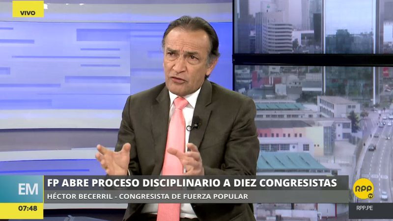 Héctor Becerril respaldó la continuidad de los asesores Pier Figari y Ana Hertz de Vega.