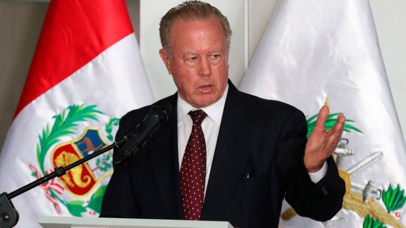 El ministro de Defensa fue incluido en una investigación por desfalco de la Caja Militar Nacional, del que fue directivo durante la década de 1990.