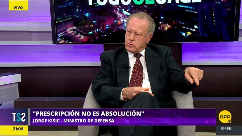 El ministro de Defensa contó que fue exiliado a Canadá por estar en contra de Montesinos.