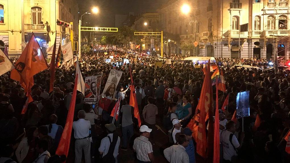La marcha terminó en la plaza Dos de Mayo. Aunque se presentaron algunos incidentes, fue pacífica.